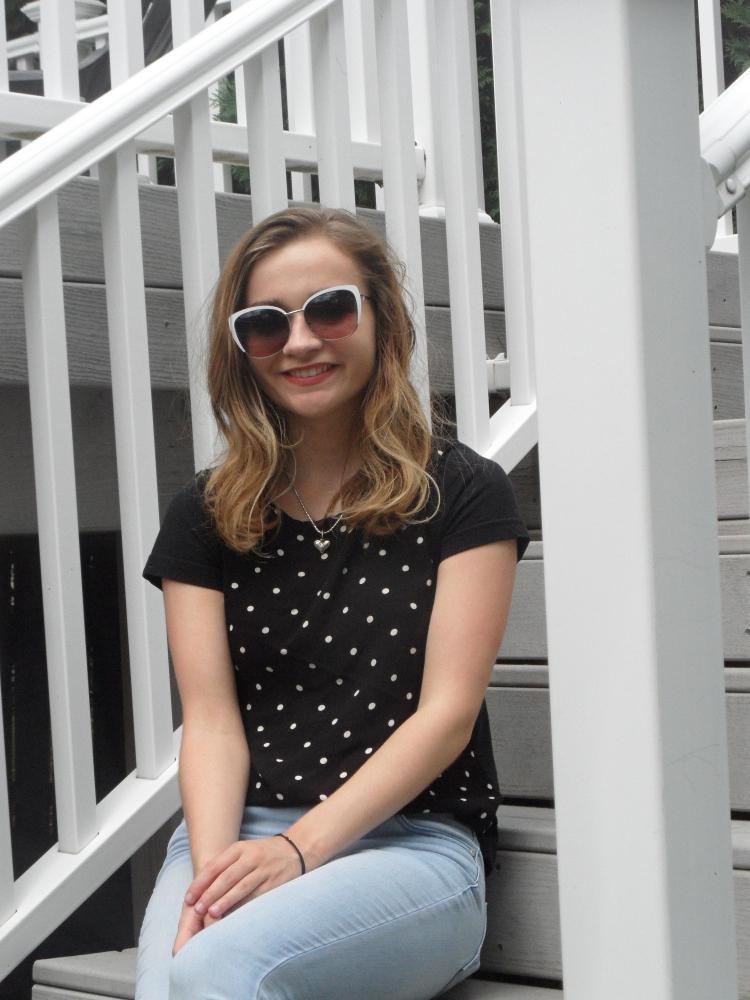 polka dot top sunglasses ootd