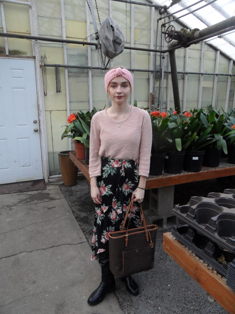 fashion blogger wears floral skirt, headband