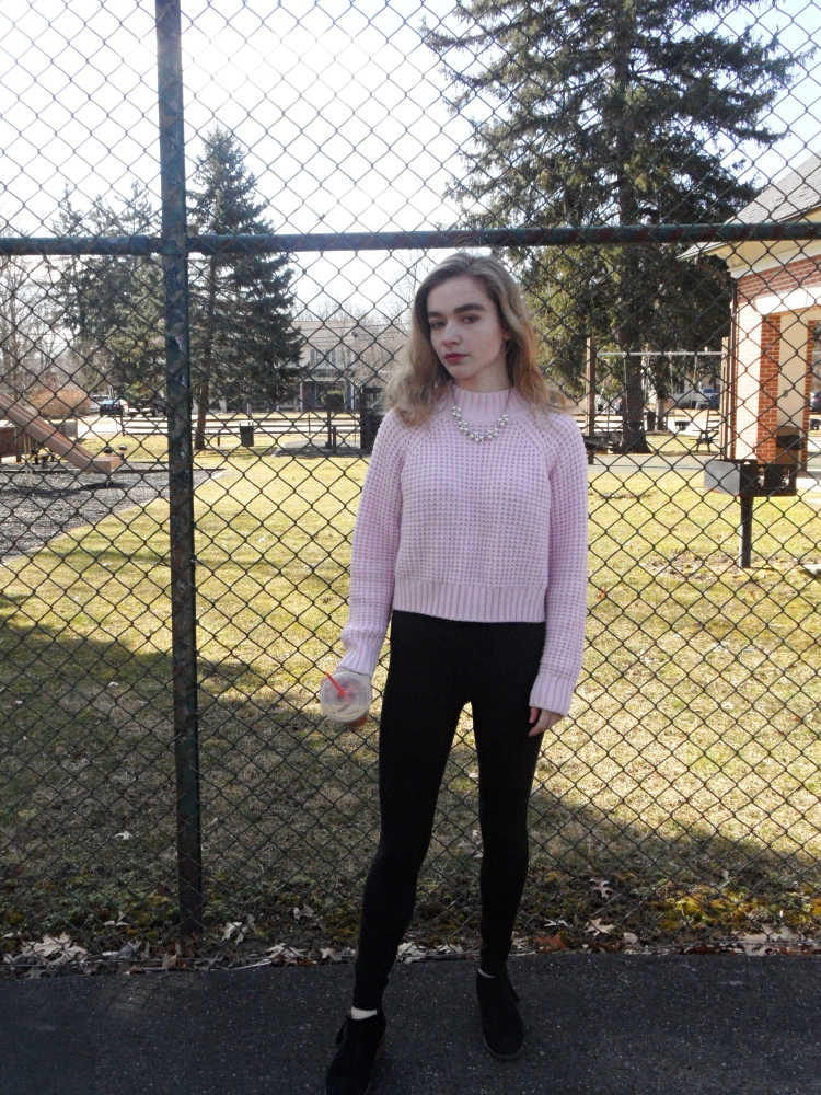 fashion blogger in pink sweater full shot