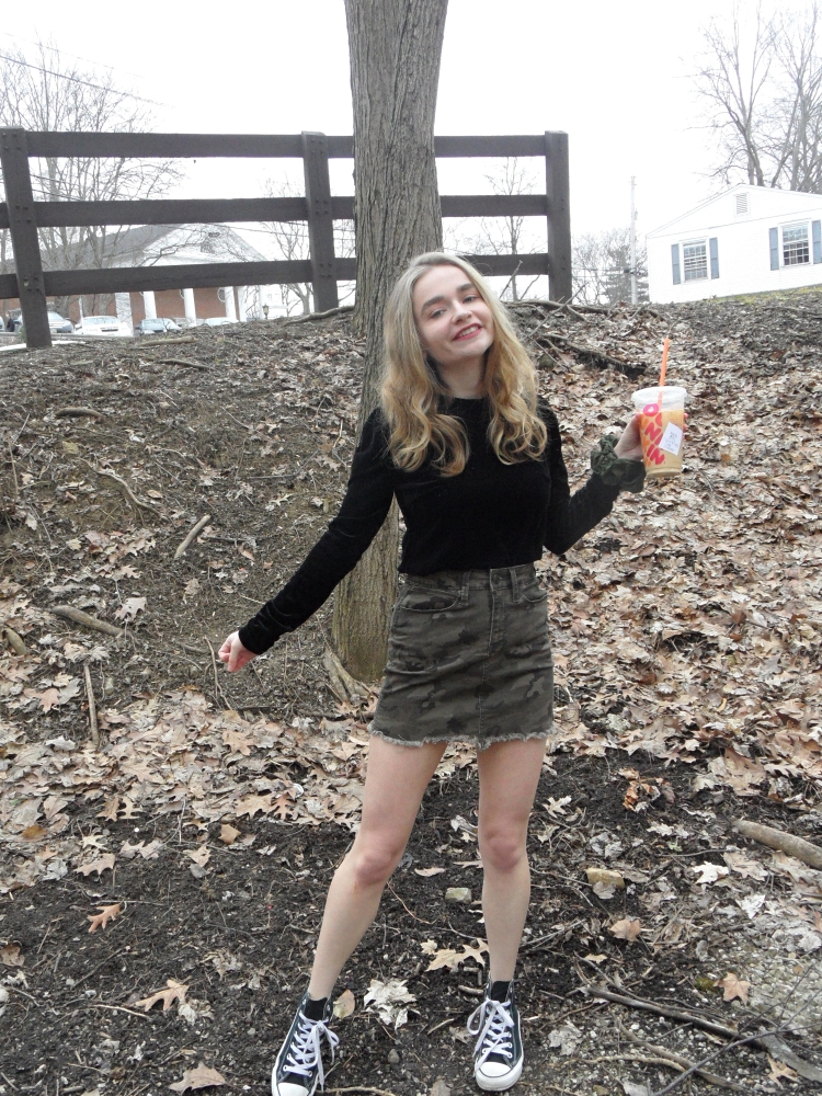 fashion blogger wears camo skirt full shot