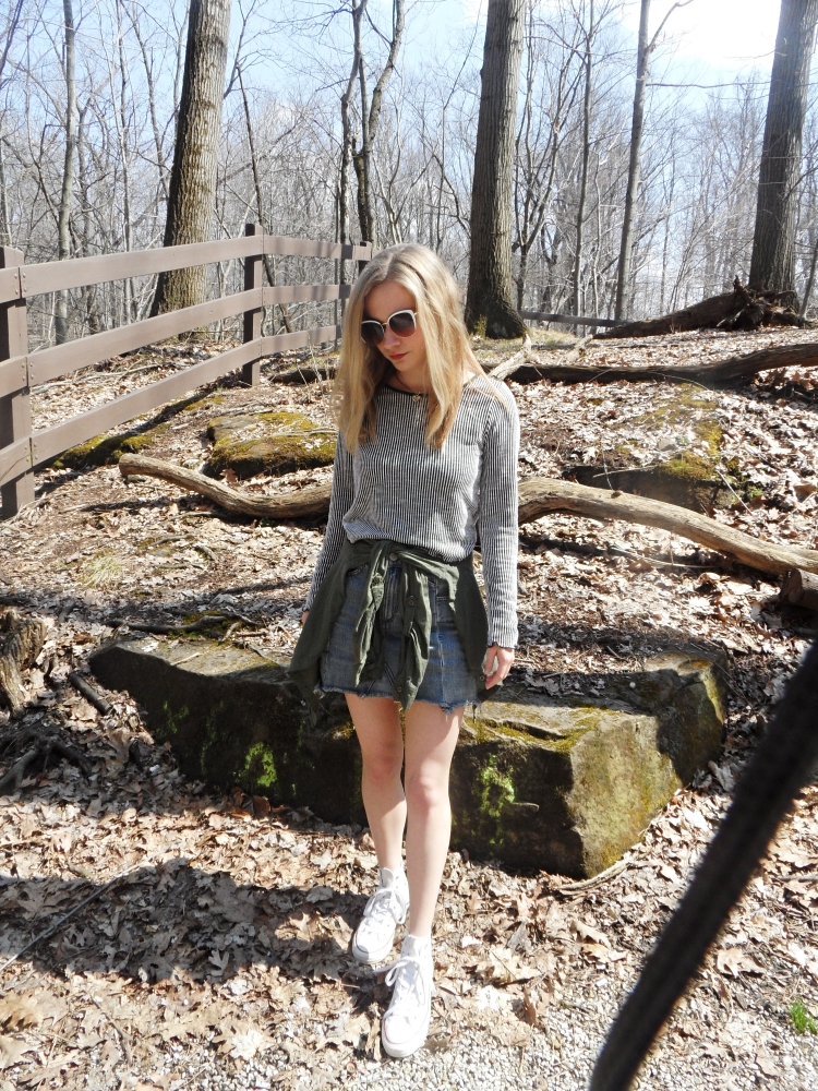 fashion blogger wears jean skirt, sunglasses