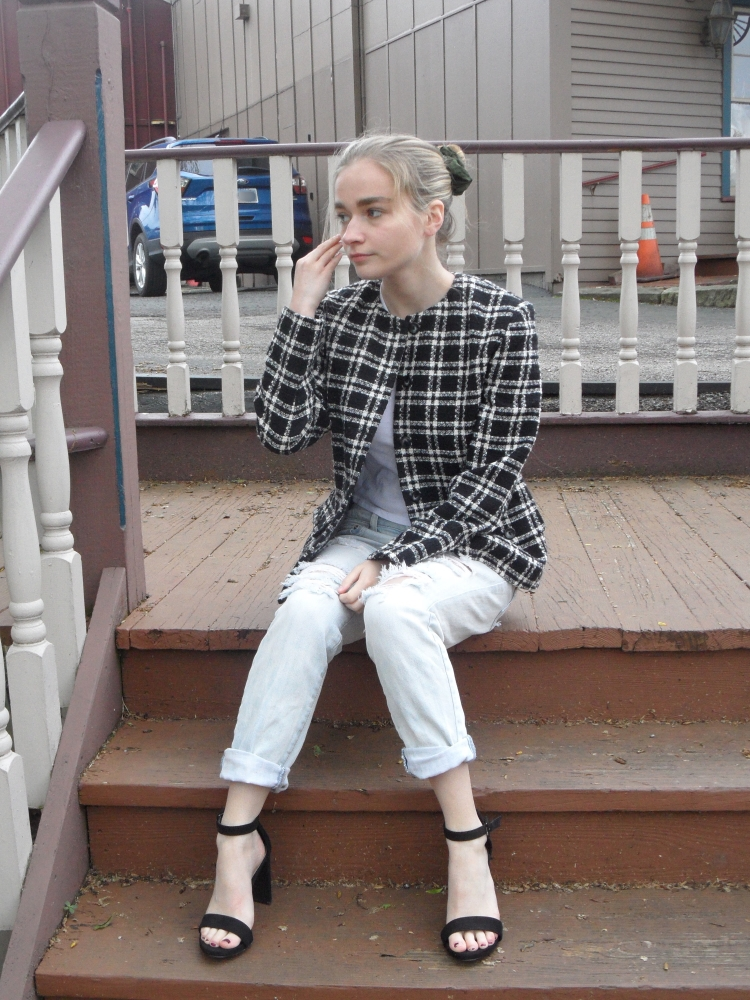 fashion blogger wears plaid blazer, jeans